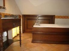 salle de bains 1er étage en sous pente - de roquefeuil