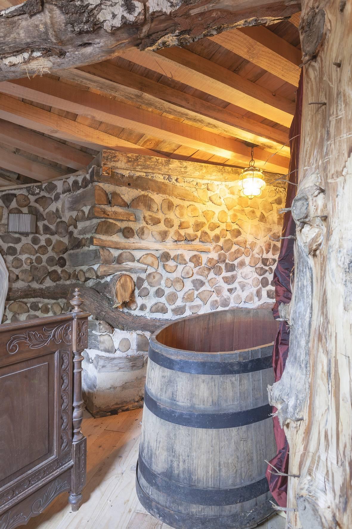 baignoire Hobbit - Domaine de la Pierre Ronde © E.Correia