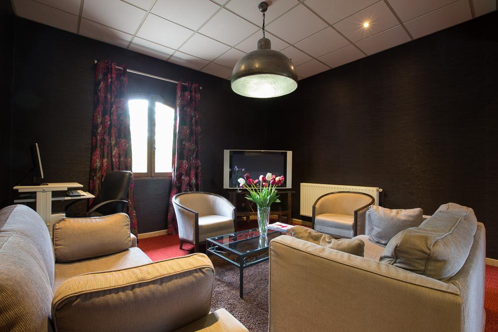 Petit salon - Hostellerie Saint-Vincent © Rouge cerise